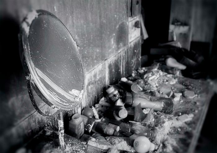 WEB_bathroom round mirror