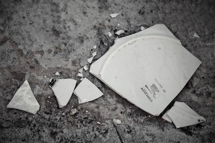 WEB_simplicity broken plate